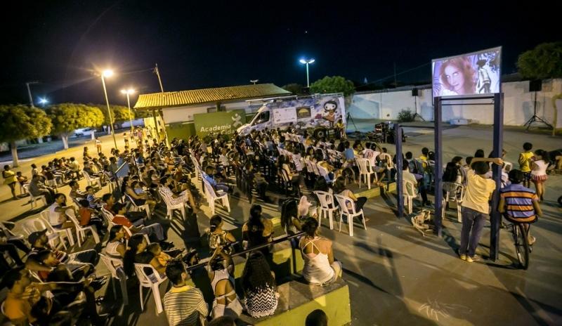 Movido a energia solar, projeto oferece sessões de cinema gratuitas em cidade do RN